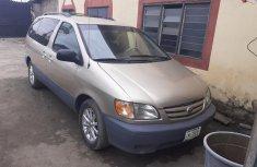 Neat Nigerian Used Toyota Sienna 2002