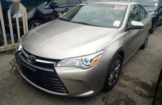 Sell used gold 2016 Toyota Camry sedan at price ₦7,500,000