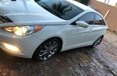 Neatly Used Nigerian Used 2012 Hyundai Sonata Hybrid White Colour