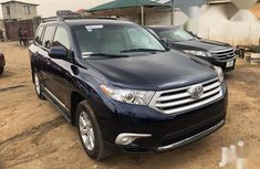 Neat Foreign used Toyota Highlander 2011 Blue