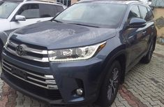 Selling blue 2019 Toyota Highlander automatic in good condition in Lagos