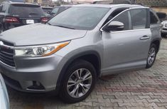 Sell used grey 2015 Toyota Highlander suv automatic