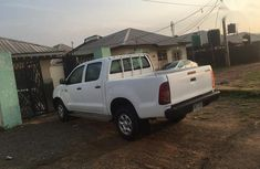 Neat Nigerian used Toyota Hilux 3.0 D-4D Double Cab 2008 White