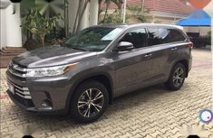 Super Clean Nigerian used Toyota Highlander 2018 LE 4x4 V6 (3.5L 6cyl 8A) Gray