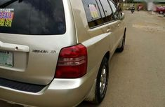 Well Maintained Nigerian used Toyota Highlander V6 2005 Gold