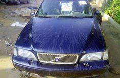 Neatly Used Tokunbo Volvo V70 Blue Colour in Lagos
