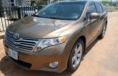 Clean Nigerian used Toyota Venza 2009 V6 Gold