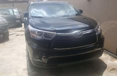 Sell well kept black 2014 Toyota Highlander suv / crossover automatic in Lagos