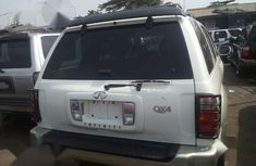 Very Clean Foreign used Infiniti QX4 2003 White