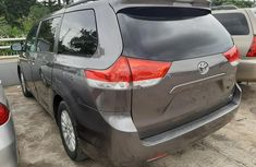 Sell well kept 2011 Toyota Sienna automatic