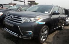 Neat Foreign used Toyota Highlander 2013 Gray