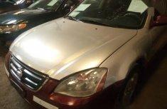 Neat Nigerian used Nissan Altima 2003 Gold