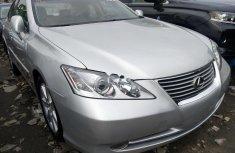Sell well kept grey/silver 2009 Lexus ES sedan at price ₦3,300,000