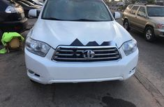 Used white 2011 Toyota Highlander suv / crossover automatic for sale