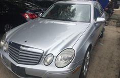 Selling grey/silver 2008 Mercedes-Benz E350 sedan automatic at price ₦2,800,000