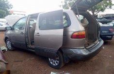 Neatly Used Nigerian Used Toyota Sienna 1998 Gray