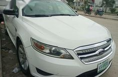 Neat Foreign used Ford Taurus Limited 2012 White