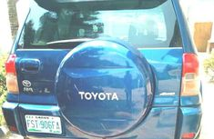 Neat Nigerian used Toyota RAV4 2.0 4x4 Executive 2004 Blue