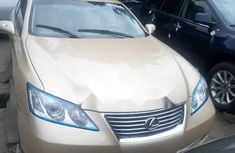 Selling gold 2010 Lexus ES automatic at price ₦3,600,000 in Lagos