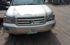 Grey/silver 2007 Toyota Highlander automatic for sale at price ₦1,500,000 in Lagos