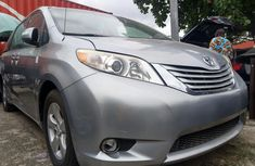 Need to sell cheap used 2012 Toyota Sienna at mileage 68,964