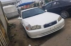 Need to sell high quality white 2001 Toyota Camry automatic in Lagos
