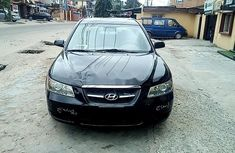 Need to sell high quality black 2006 Hyundai Sonata automatic in Lagos