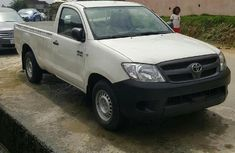 Neat Nigerian used Toyota Hilux 2008 2.5 D-4D White