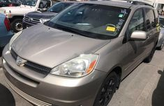 Selling 2005 Toyota Sienna in good condition at price ₦2,200,000 in Lagos