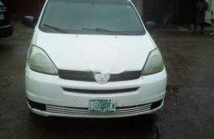 White 2005 Toyota Sienna van / minibus automatic for sale in Lagos