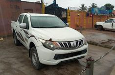 Sell well kept 2016 Mitsubishi L200 manual