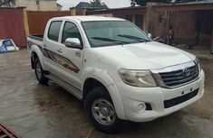 Well maintained 2013 Toyota Hilux manual for sale in Lagos