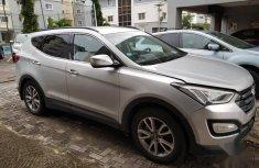 Very clean Nigerian Used Hyundai Santa Fe 2014 Model  Silver Colour