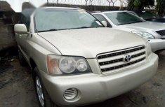 Neat Tokunbo Used Toyota Highlander 2002 Gold