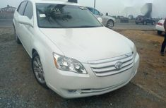 Neat Foreign used Toyota Avalon 2007 White