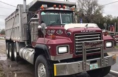 Clean Foreign Used Mack Truck Jarc 2000 Model