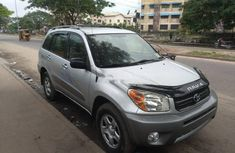 Sell very cheap clean grey/silver 2005 Toyota RAV4 in Lagos