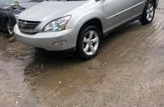 Clean and neat grey/silver 2006 Lexus RX