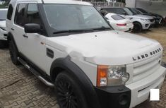 Need to sell high quality white 2004 Land Rover LR3 suv / crossover automatic in Lagos
