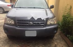 Need to sell grey/silver 2003 Toyota Highlander at price ₦1,380,000 in Lagos