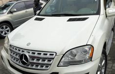 Clean white 2010 Mercedes-Benz M-Class car for sale at attractive price