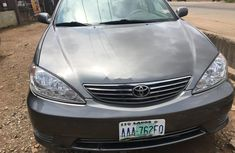 Sell grey/silver 2006 Toyota Camry automatic in Lagos