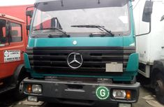 Neat Foreign used 2000 Mercedes-Benz 1820
