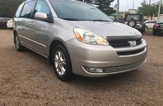 Neat Tokunbo Used Toyota Sienna 2004 Model