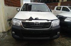 Neat Nigerian Used Toyota Hilux 2015