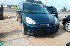 Neat Tokunbo Used  Toyota Sienna 2004