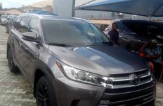 Neat Foreign used 2019 Toyota Highlander