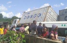 Traffic was blocked on Isoko-Benin-Lagos Expressway due to fallen trailers