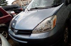Neat Nigerian Used  Toyota Sienna 2005
