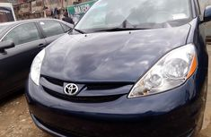 Neat Foreign used 2006 Toyota Sienna